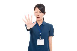 ネームプレートをつけた日本人女性の写真素材 [FYI04650176]