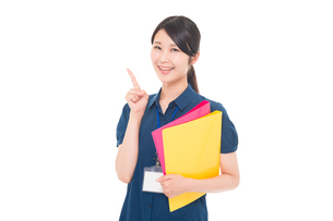 ネームプレートをつけた日本人女性の写真素材 [FYI04650189]