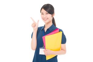 ネームプレートをつけた日本人女性の写真素材 [FYI04650193]