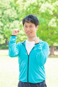 運動をする日本人男性の写真素材 [FYI04650273]