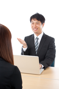 日本人ビジネスマンとビジネスウーマンの写真素材 [FYI04650431]