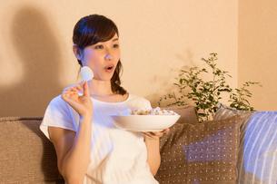 日本人女性の写真素材 [FYI04651032]