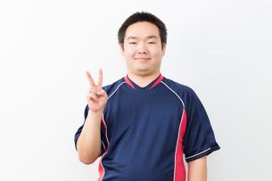 運動をする日本人男性の写真素材 [FYI04651410]