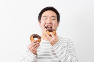 日本人男性の写真素材 [FYI04651442]