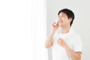 日本人男性の写真素材 [FYI04651460]