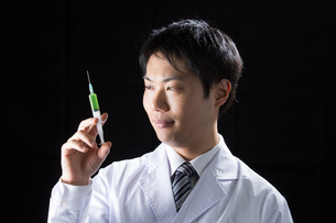 日本人男性医師の写真素材 [FYI04651770]