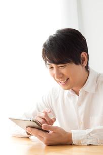 日本人男性の写真素材 [FYI04652108]