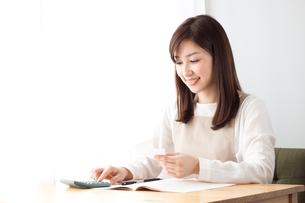 日本人女性の写真素材 [FYI04652237]