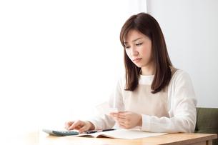 日本人女性の写真素材 [FYI04652240]