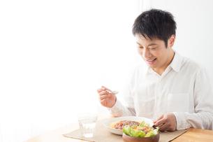 日本人男性の写真素材 [FYI04652338]