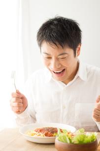 日本人男性の写真素材 [FYI04652339]