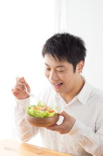日本人男性の写真素材 [FYI04652345]