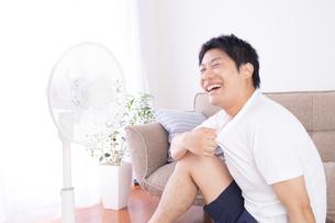 日本人男性 夏の写真素材 [FYI04652879]