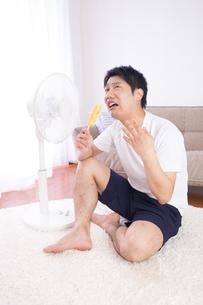日本人男性 夏の写真素材 [FYI04652898]