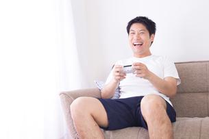 日本人男性 夏の写真素材 [FYI04652920]