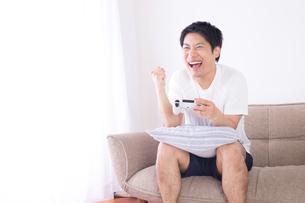 日本人男性 夏の写真素材 [FYI04652925]