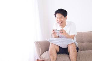 日本人男性 夏の写真素材 [FYI04652926]