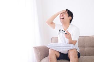 日本人男性 夏の写真素材 [FYI04652929]