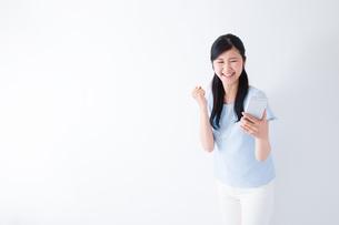 日本人女性の写真素材 [FYI04653095]