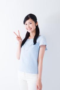 日本人女性の写真素材 [FYI04653102]