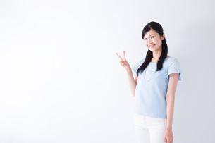 日本人女性の写真素材 [FYI04653103]