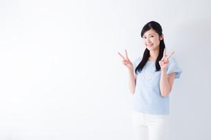 日本人女性の写真素材 [FYI04653105]