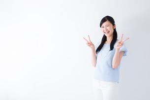 日本人女性の写真素材 [FYI04653106]