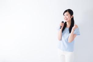 日本人女性の写真素材 [FYI04653109]
