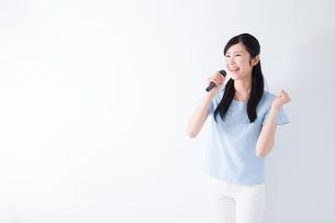 日本人女性の写真素材 [FYI04653110]