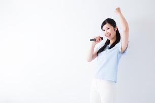 日本人女性の写真素材 [FYI04653115]