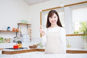 日本人女性の写真素材 [FYI04653371]