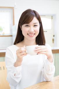 日本人女性の写真素材 [FYI04653440]