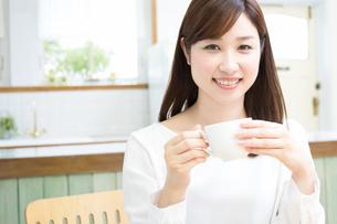 日本人女性の写真素材 [FYI04653446]