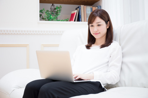 日本人女性の写真素材 [FYI04653543]