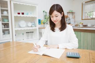 日本人女性の写真素材 [FYI04653626]