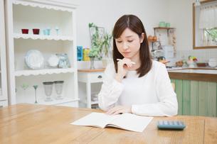 日本人女性の写真素材 [FYI04653635]