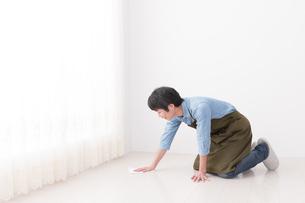 日本人男性の写真素材 [FYI04653871]