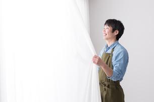 日本人男性の写真素材 [FYI04653876]
