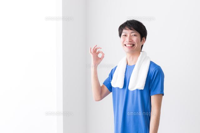 日本人男性の写真素材 [FYI04653923]
