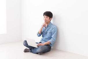 日本人男性の写真素材 [FYI04653989]