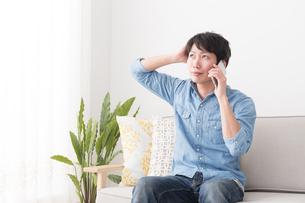 日本人男性の写真素材 [FYI04654038]
