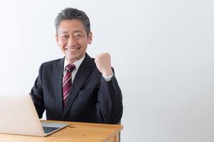 日本人シニアビジネスマンの写真素材 [FYI04654117]