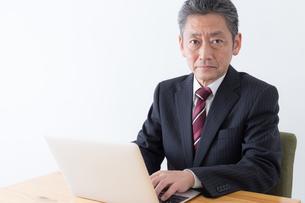 日本人シニアビジネスマンの写真素材 [FYI04654118]