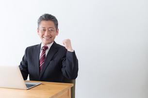 日本人シニアビジネスマンの写真素材 [FYI04654119]