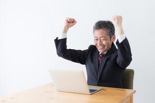 日本人シニアビジネスマンの写真素材 [FYI04654144]