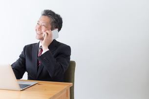 日本人シニアビジネスマンの写真素材 [FYI04654152]