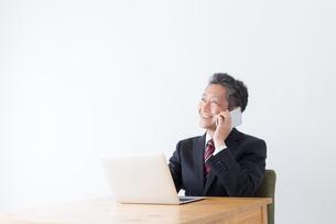 日本人シニアビジネスマンの写真素材 [FYI04654154]