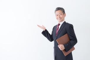 日本人シニアビジネスマンの写真素材 [FYI04654340]