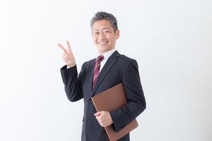 日本人シニアビジネスマンの写真素材 [FYI04654343]