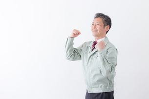 日本人シニアの男性作業員の写真素材 [FYI04654674]